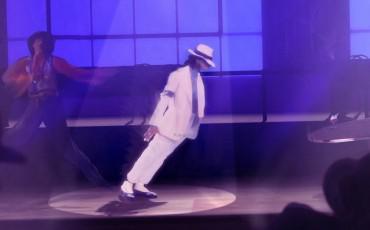 Δείτε πώς ο Michael Jackson έκανε την εξωγήινη αυτή χορευτική φιγούρα