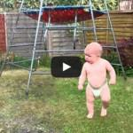 Μπέμπης ανακαλύπτει το αυτόματο πότισμα και ξεκαρδιζόμαστε στα γέλια