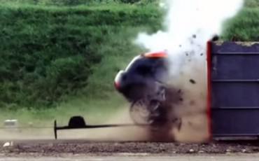 ΣΟΚ - Αυτοκίνητο σε CRASH TEST στα 190 km/h