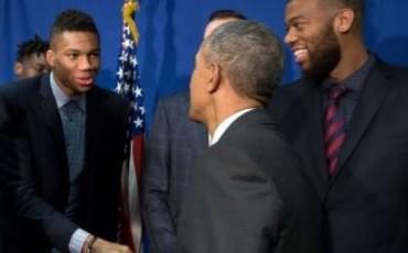 Ποιος την έχει μεγαλήτερη; Ομπάμα ή Αντετοκούνμπο;