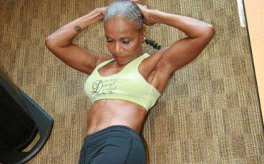 Είναι 80 χρονών αλλά το σώμα της θα το ζήλευαν πολλοί!