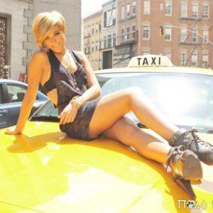 Ανέκδοτο: Ο ταξιτζής και η τσίτσιδη πελάτισσα...