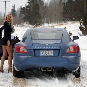 Λένε ότι οι γυναίκες δεν ξέρουν να οδηγούν. Γυναίκα τα βάζει με 3 περιπολικά και ένα ελικόπτερο
