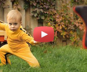 Το μωρό Bruce Lee που σαρώνει [Video]