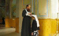 Ανέκδοτο: Είναι ο Παπάς της ενορίας και εξομολογεί έναν