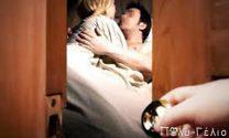 Ανέκδοτο: Μπαίνει ένας σε ένα ΤΑΧΙ και λέει: «Αυτή είναι η γυναίκα μου, ακολούθησέ τη.....