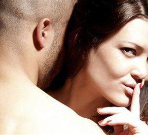 Ανέκδοτο: Είναι ο Μήτσος με την γκόμενα στο ξενοδοχείο και η γυναικα του στο σπίτι να τον περιμένει....
